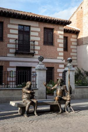 museo casa natal cervantes alcala henares visita club ciervo blanco lectura novela madrid libro